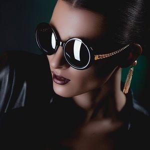 House of Harlow 1960 Sasha chain sunglasses
